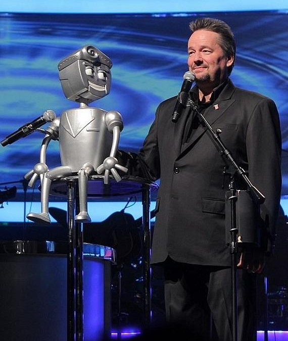 Las Vegas Strip headliner Terry Fator introduces new show character